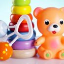 Первая игрушка-погремушка: выбираем правильно